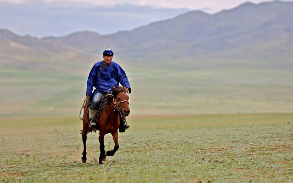 the mongol derby mongolian steppes